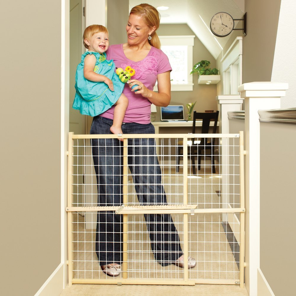 4615�North States Wide Wire Mesh Adjustable Child & Pet Safety Gate